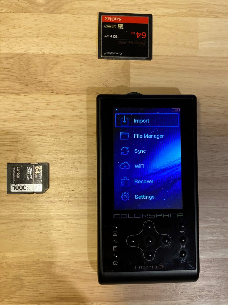 external memory card backup device reads CompactFlash cards and SD cards