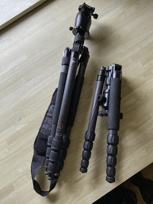A comparison photo between normal (carbon) tripod and travel tripod (also carbon).
